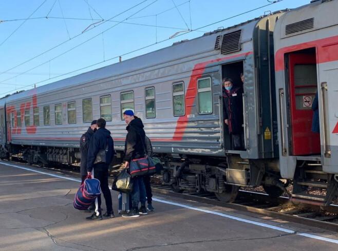 Ангарчан с вокзала доставляют к месту самоизоляции
