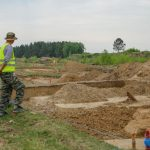 При строительстве дороги найдены первобытные каменные орудия