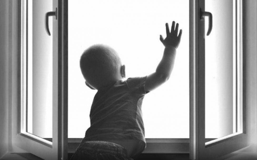Полиция проводит проверки по фактам падения детей с высоты