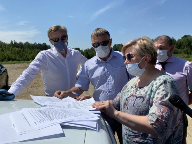 Руководители АГО осмотрели объекты дорожного строительства и ремонта