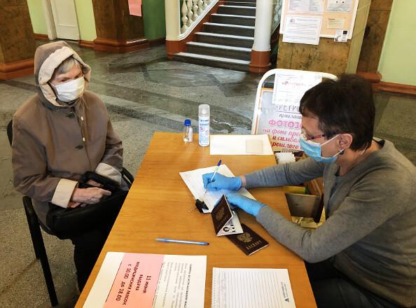 Выдача бесплатных масок для пожилых ангарчан продлена до 19 июня