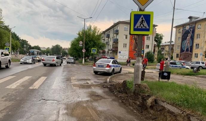 88-летний водитель Suzuki сбил двух школьниц на переходе в Ангарске