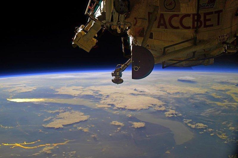 Космонавт Иван Вагнер сфотографировал Байкал на рассвете