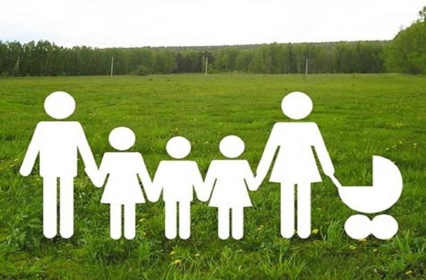Многодетные семьи получат на выбор – земельный участок или деньги