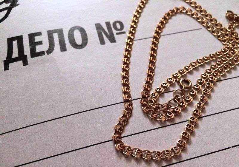 В Ангарске ищут мужчину, укравшего золотую цепочку (видео)