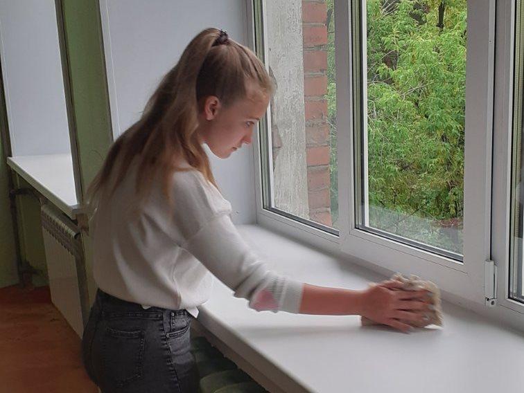 Сто подростков приступили к работам в трудовых отрядах