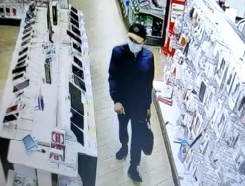 Полиция Ангарска разыскивает магазинного воришку (видео)