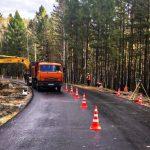 Новый асфальт укладывают на подъезде к селу Савватеевка