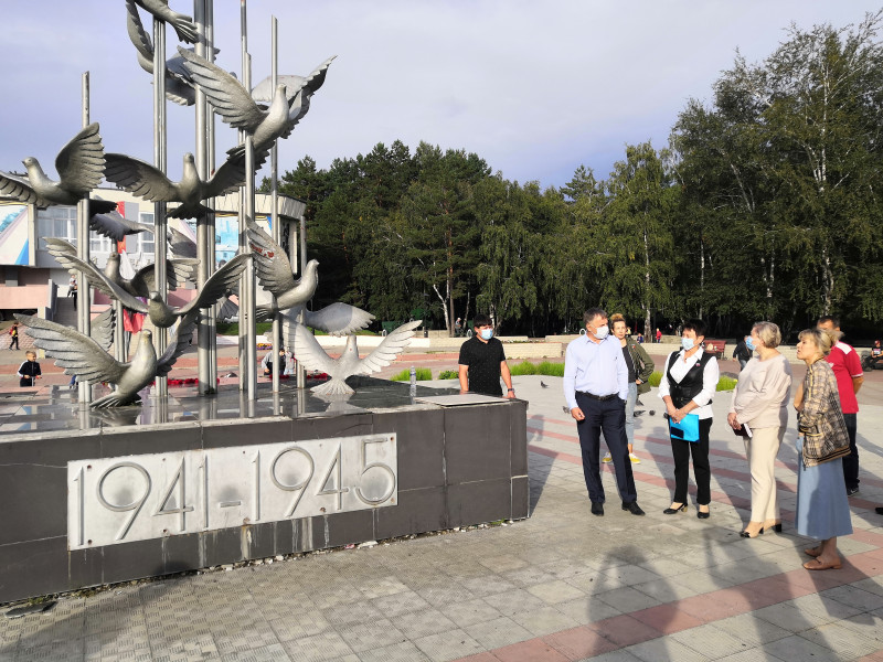Мэр Ангарска обсудил с жителями благоустройство 12 «а» микрорайона