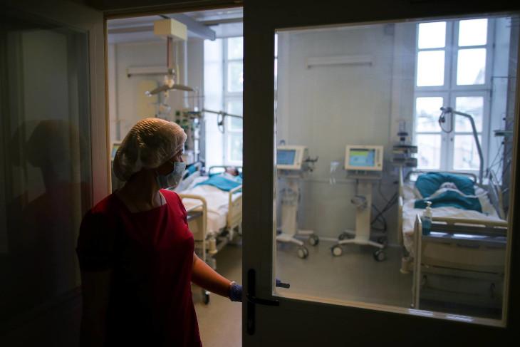 За сутки в Иркутской области госпитализированы 98 человек с ковид
