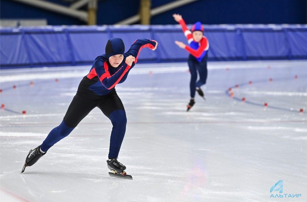 В бенди-центре «Байкал» прошли соревнования конькобежцев