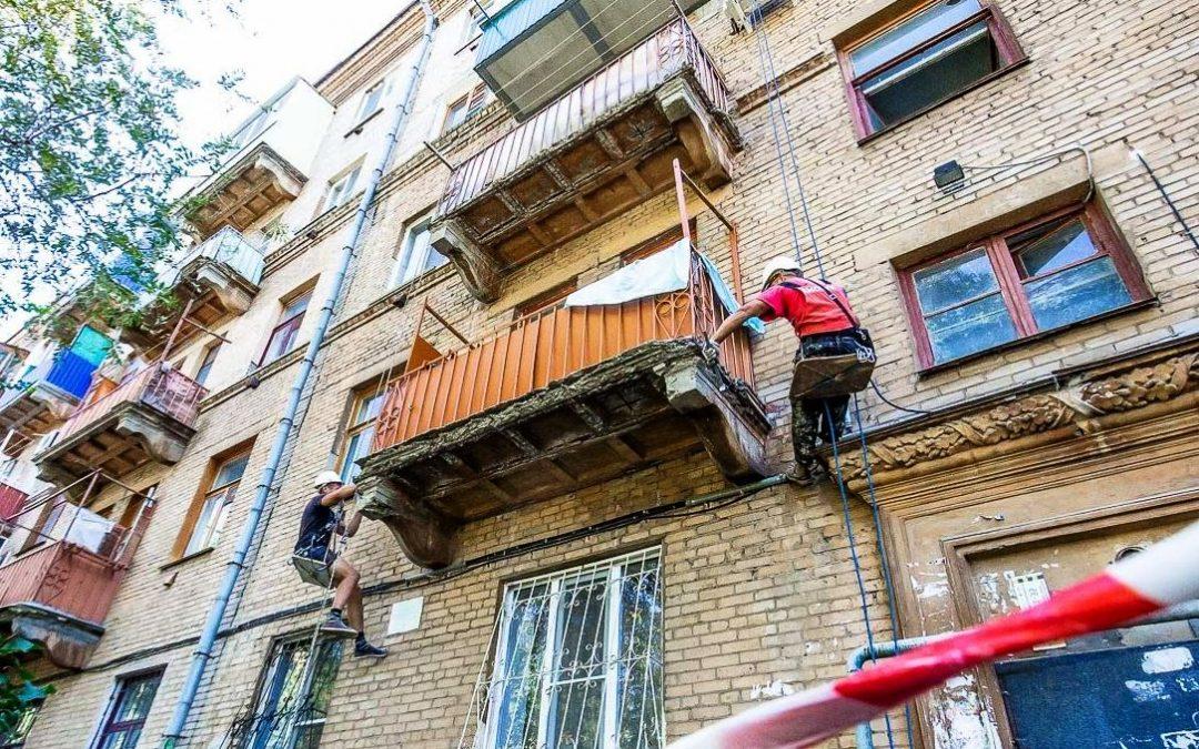 Суд обязал жилищную компанию отремонтировать балкон