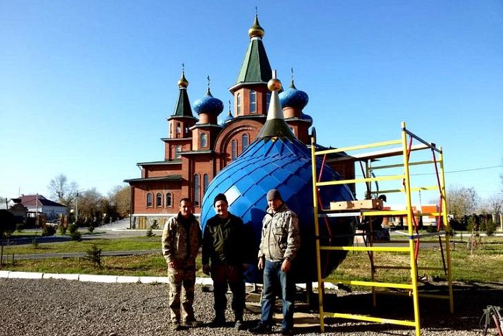 Купол и крест установили на Спасский храм в Усолье-Сибирском