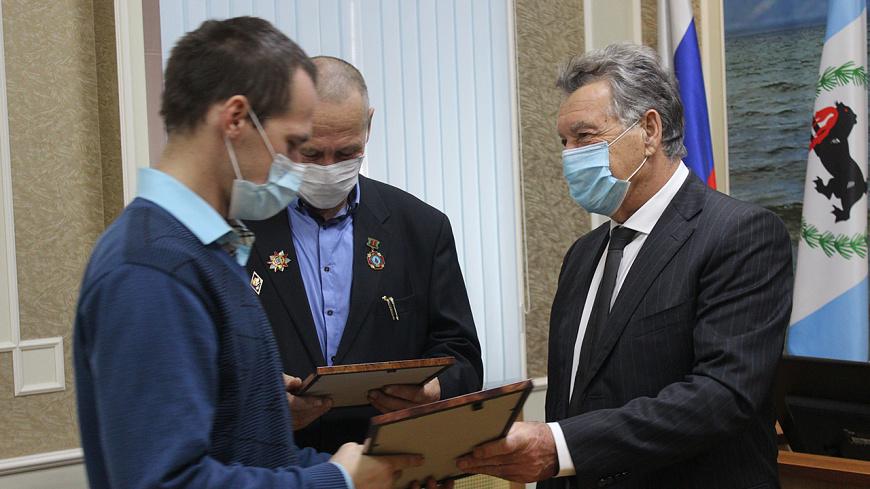 Ангарчане получили награду за поимку сбежавших из под конвоя осужденных
