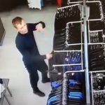 В Ангарске разыскивают очередного магазинного воришку (видео)