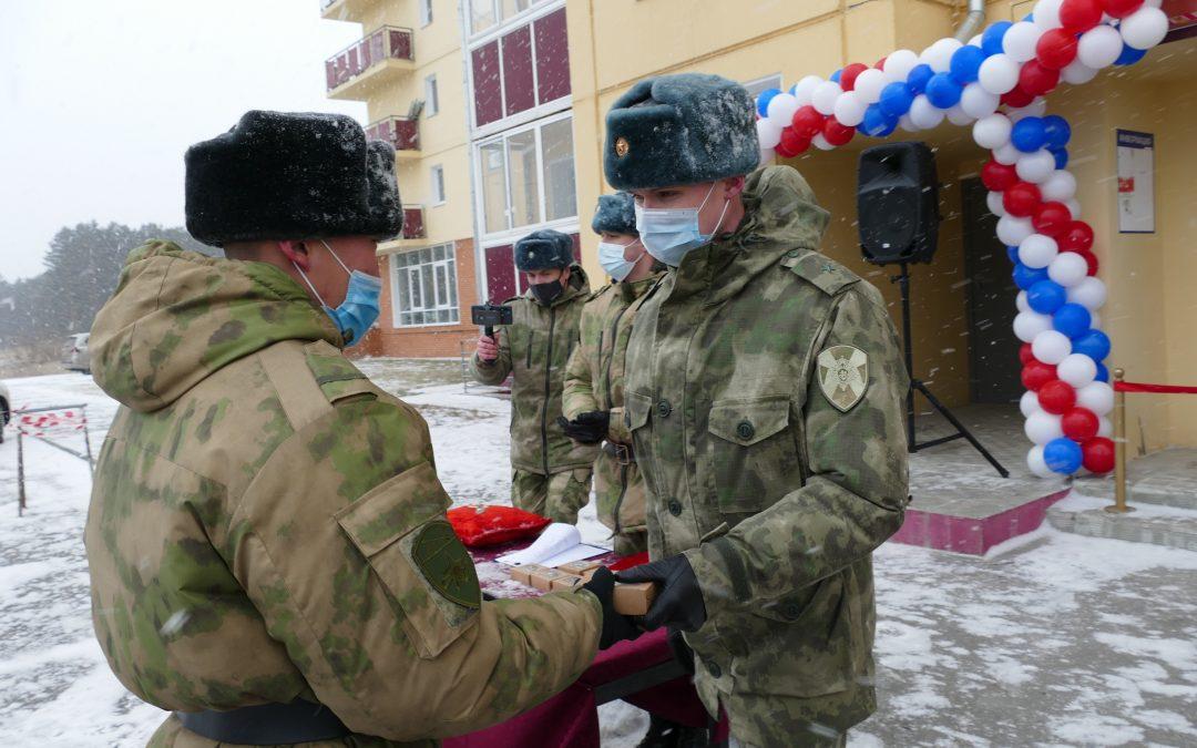 В Ангарске росгвардейцам вручили ключи от новых квартир