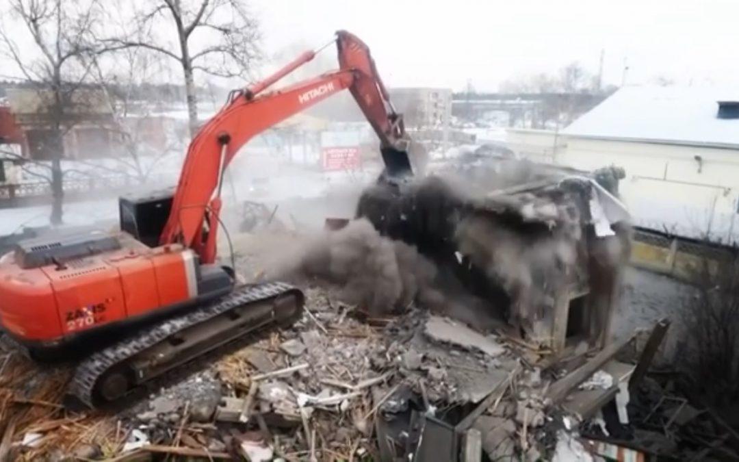 В Ангарске снесли дом 335 серии (видео)