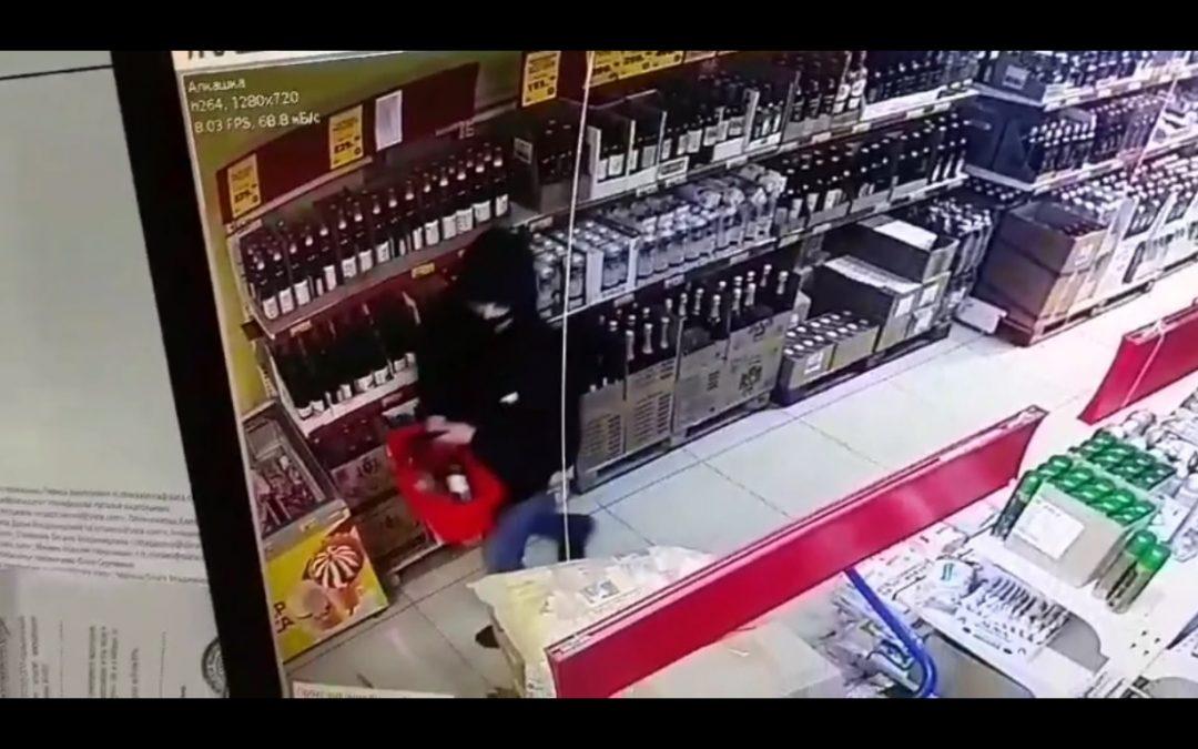 Ангарчанин совершил разбой в продуктовом магазине из-за спиртных напитков