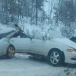 Седан разорвало пополам после столкновения с КАМАЗом