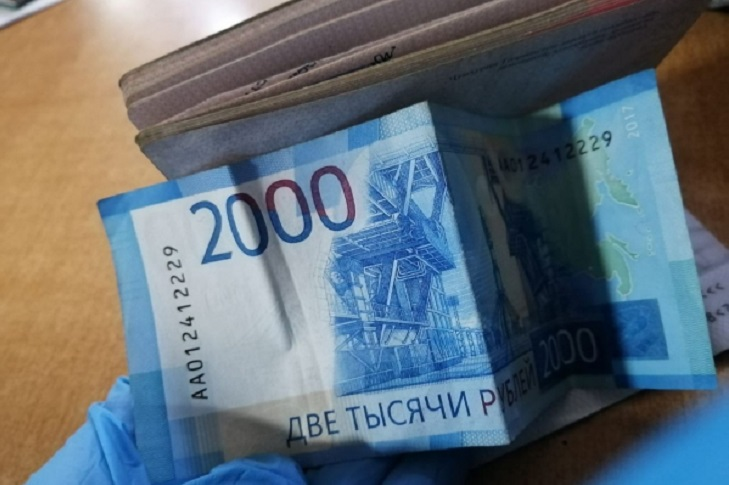 Пассажир без маски в аэропорту Иркутска пытался дать взятку