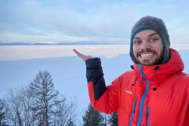 Велосипедист из Твери проехал 550 км на трековом велосипеде по льду Байкала