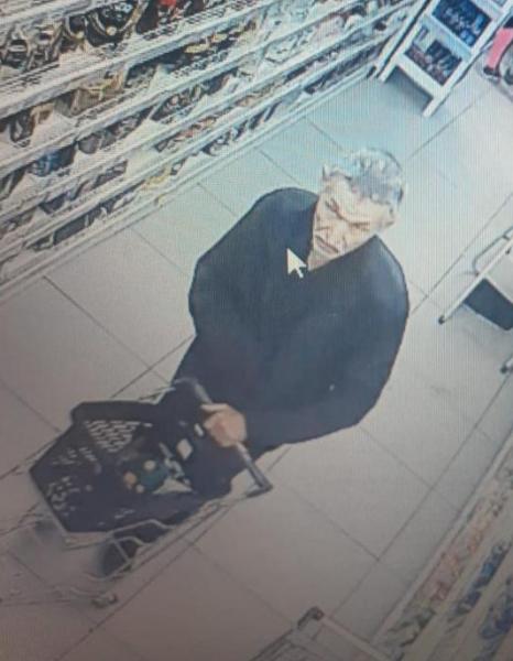 Полиция Ангарска разыскивает подозреваемого в краже телефона. Видео.