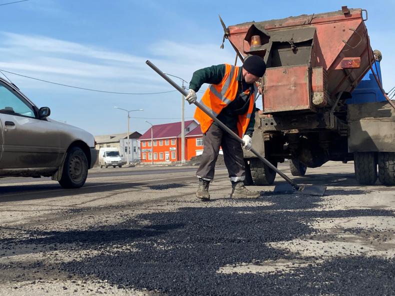 В Ангарском округе начали принимать звонки на горячую линию по устранению ям на дорогах.
