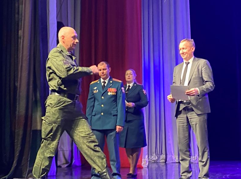 Восемь военнослужащих воинской части 3466 награждены благодарностями мэра.