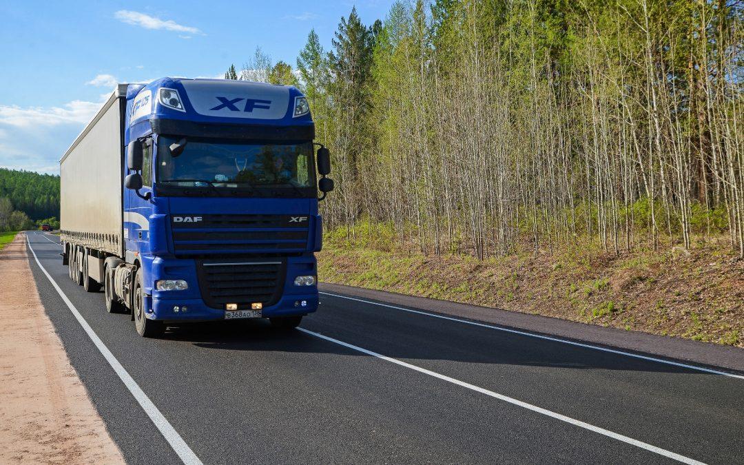 Летом на трассах Иркутской области запретят проезд большегрузов в жару