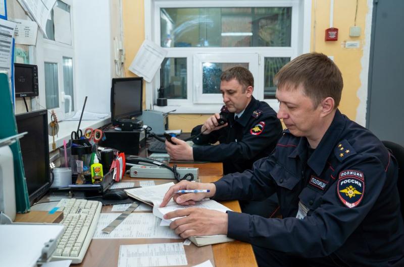 Жители дома в Ангарске поблагодарили сотрудников полиции за оказанную помощь.