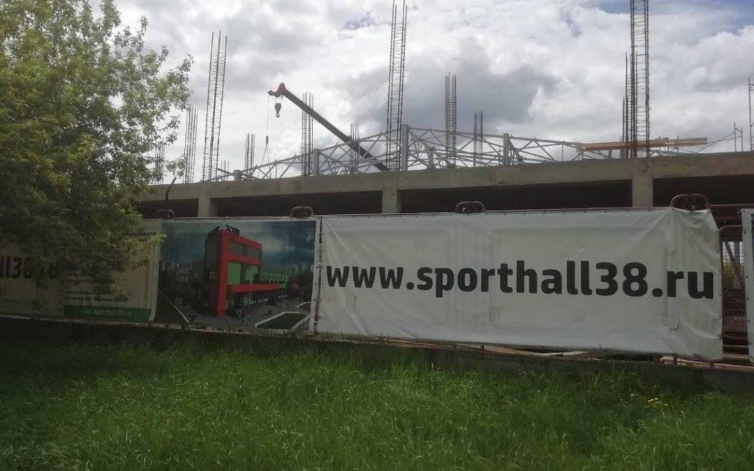 Строительство школы тенниса в Ангарске завершится с опозданием на год.