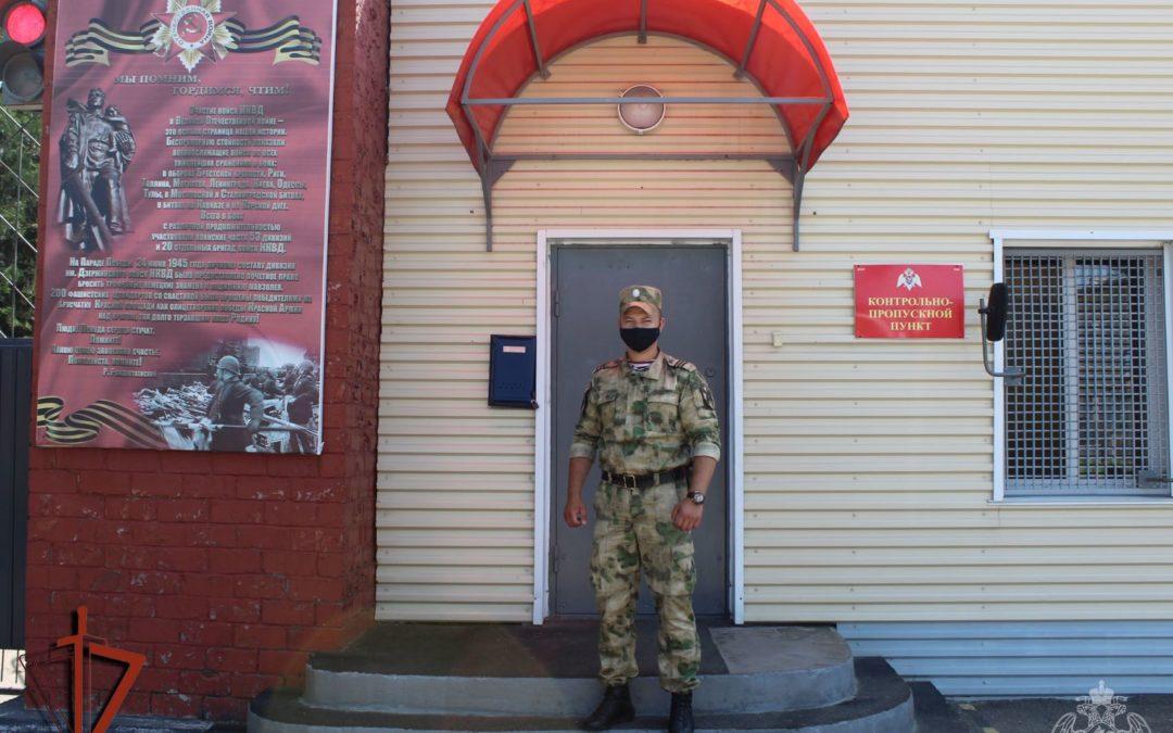 Военнослужащий Росгвардии из Ангарска помог поймать водителя, сбившего двух подростков