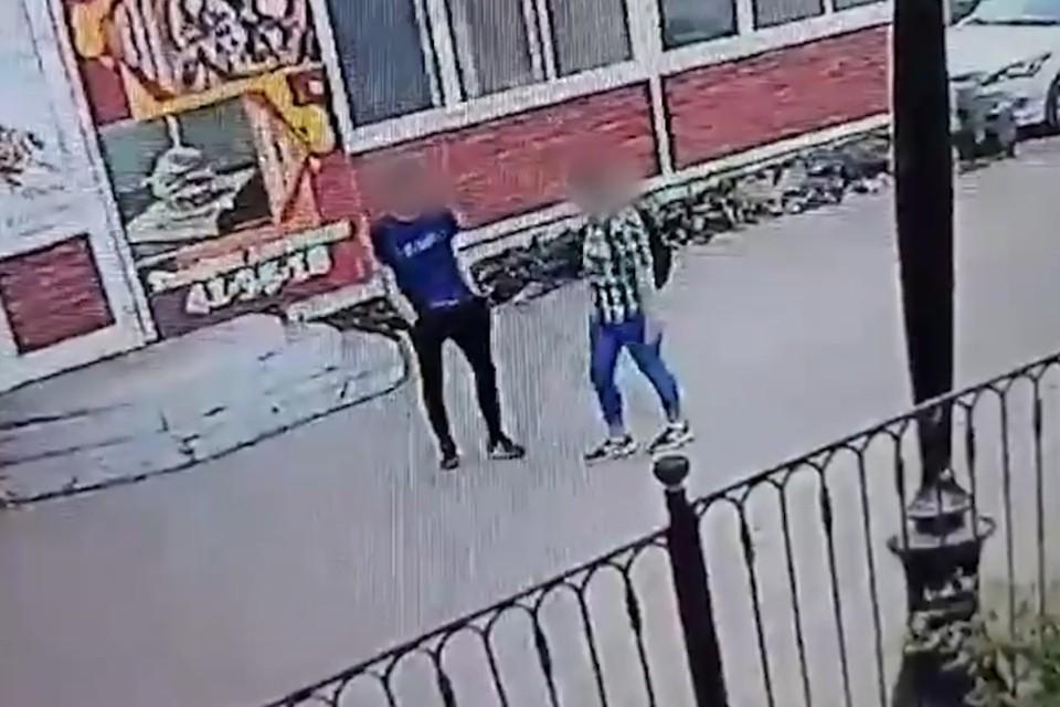 В Братске девочка-подросток убила юношу ножом. Видео строго 18+